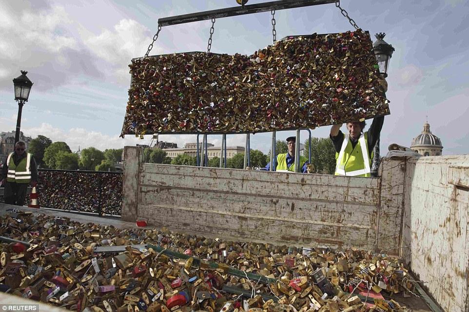 Good bye love locks