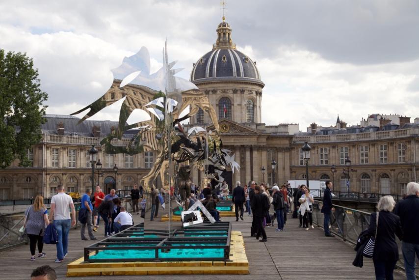 pont-des-arts art exhibit