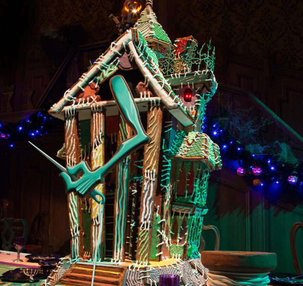 haunted-mansion-gingerbread-house