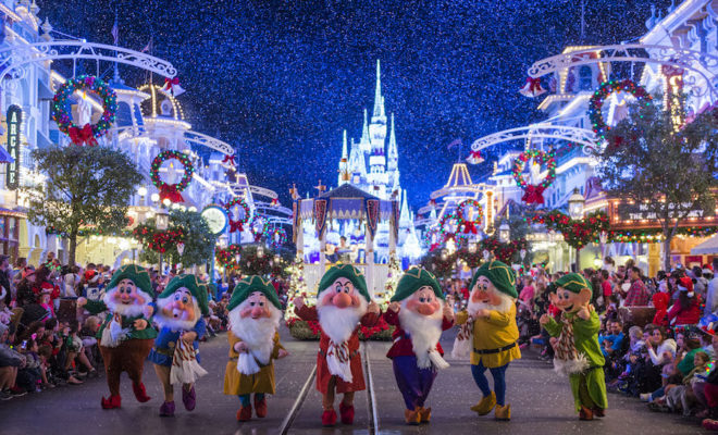 Disneyland Christmas.Christmas At Disneyland Disney Holiday Parks Guide